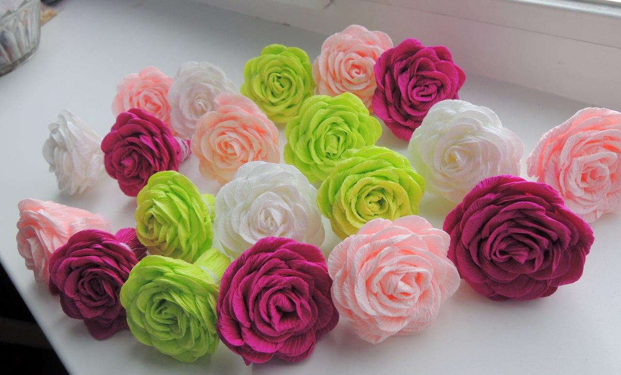 Маленькие цветы из гофрированной бумаги своими руками